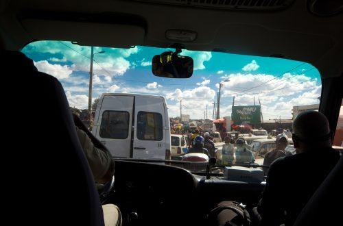 Verkehr in Tana aus dem Bus heraus gesehen