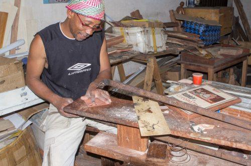 Holzschnitzer in Ambositra